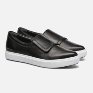 DKNY Tanner Pointed Black Leather Slip On Sneakers